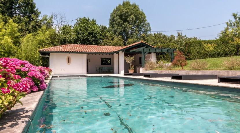 Maison Ascain piscine03