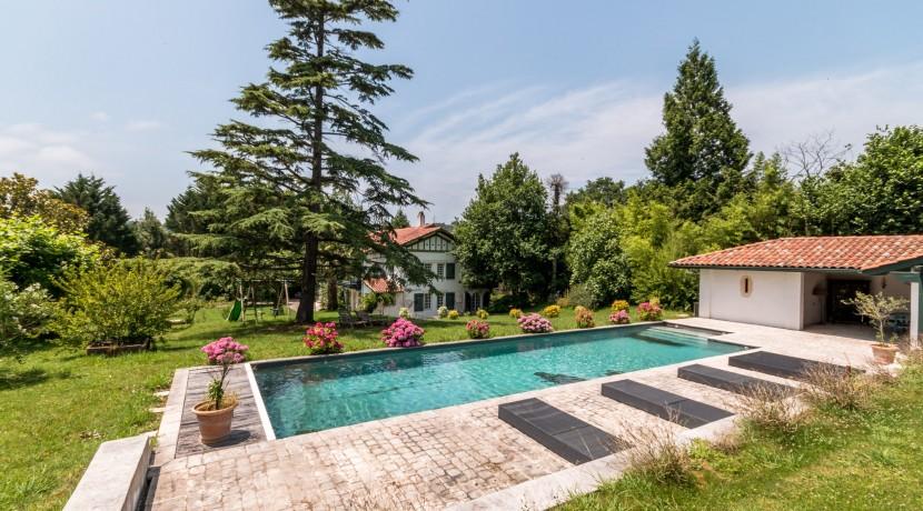 Maison Ascain piscine04