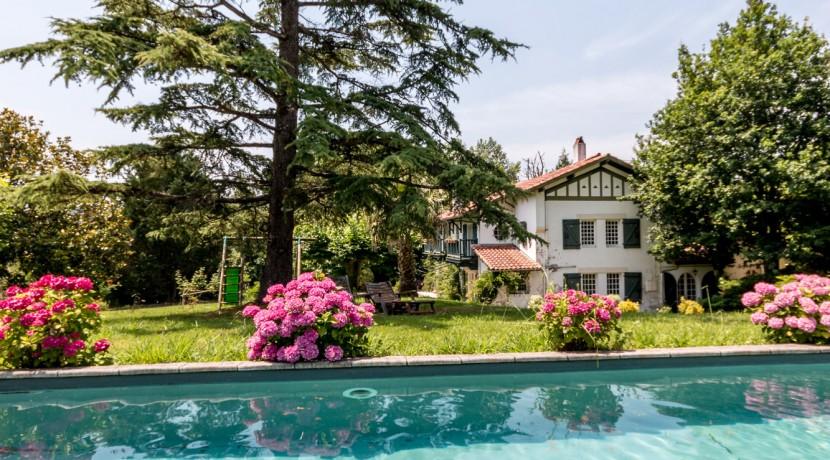 Maison Ascain piscine11