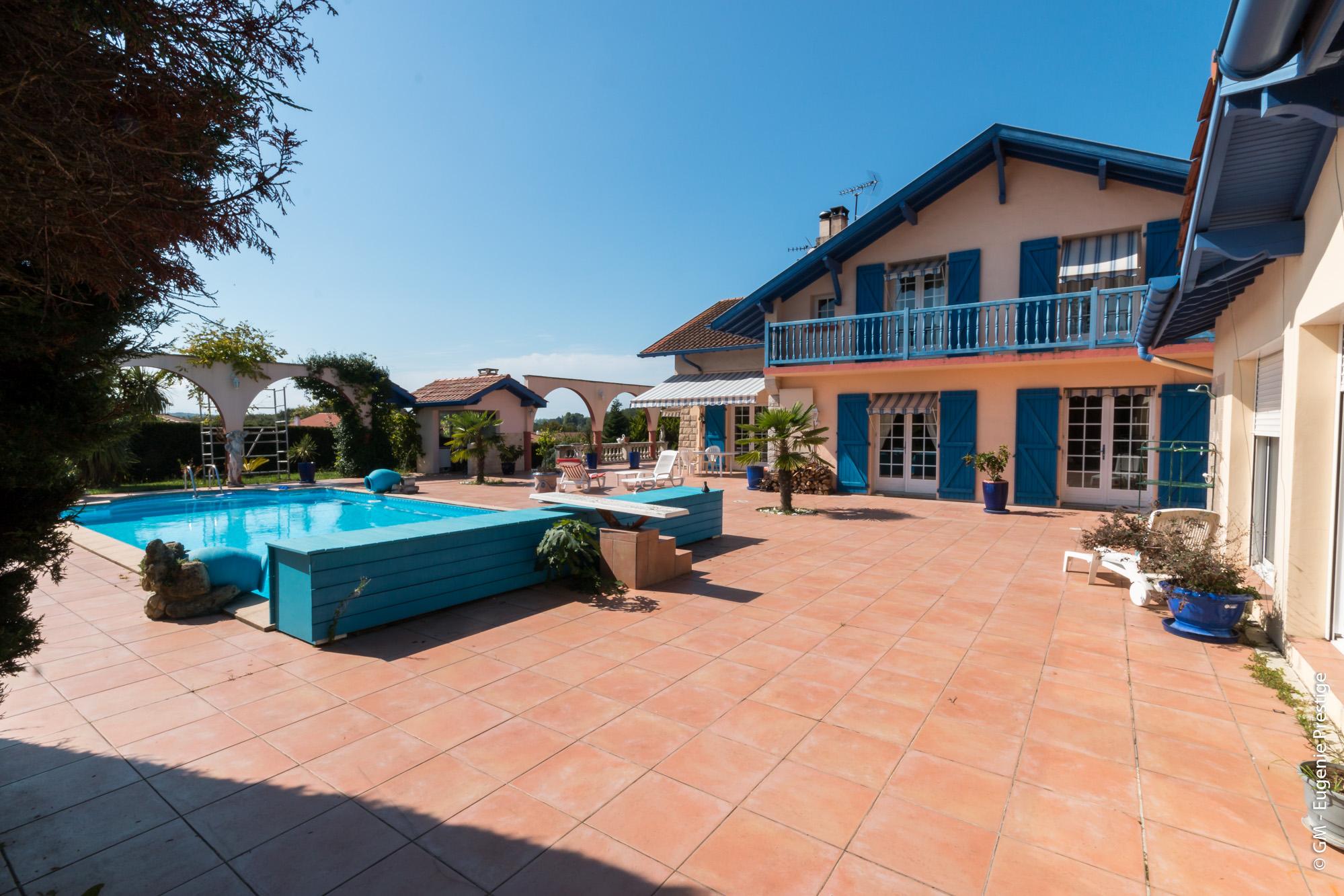 Maison 10 pièces de 345 m² sur 4318 m² de terrain