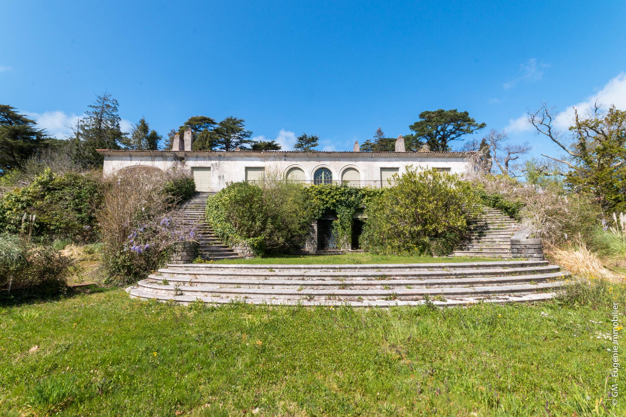 Très Beau Domaine de 22 737 m² avec Magnifique Parc Arboré et fleuri