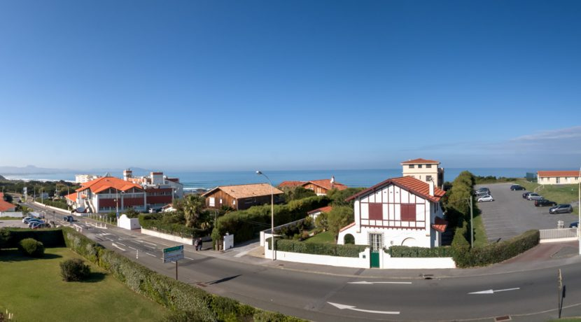 Panoramique vue balcon ciel dégagé