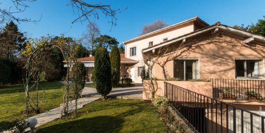 Maison 260 m² 10 pièces Golf de Chantaco à pied