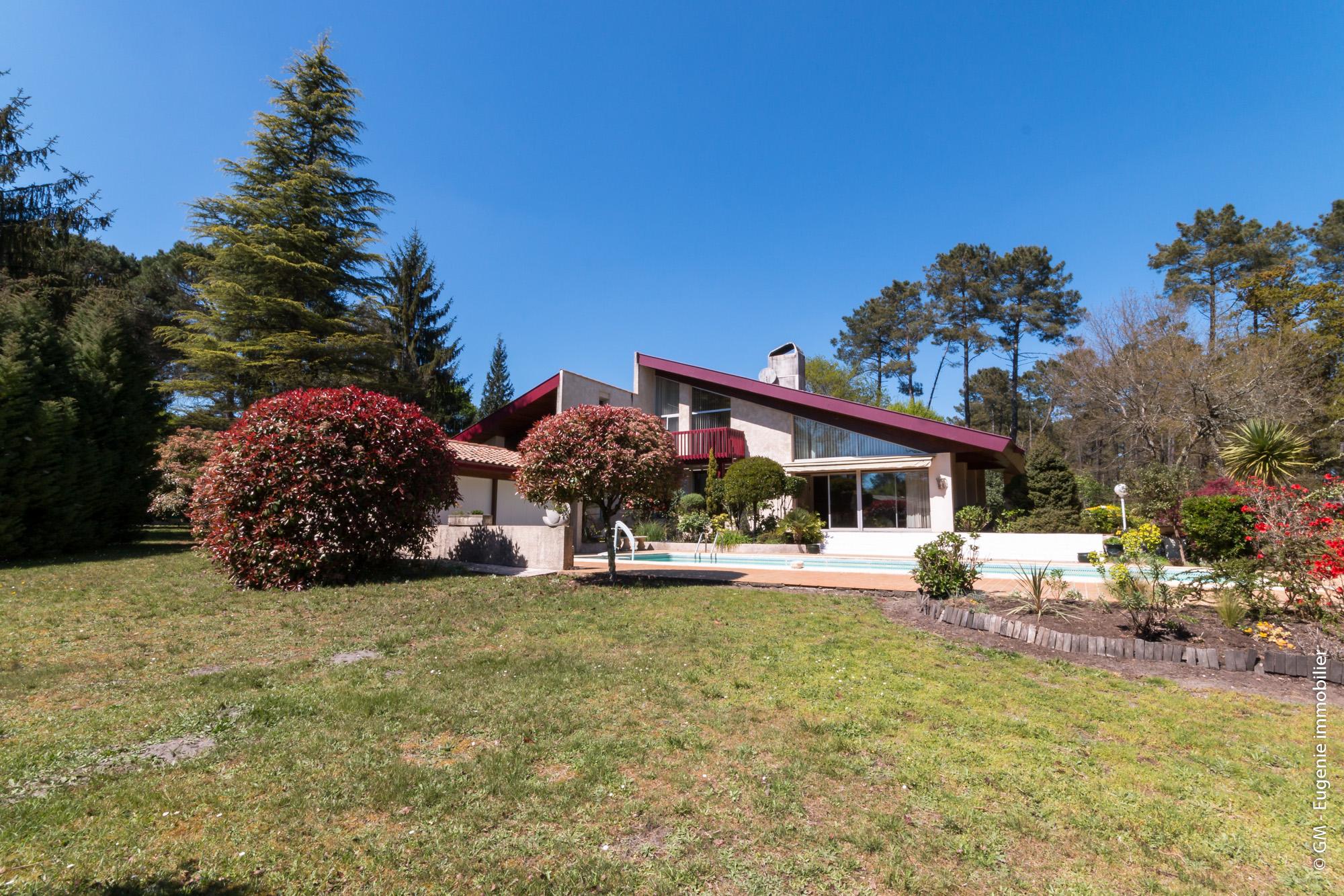 Maison d'architecte de 225 m² T5 et magnifique Parc