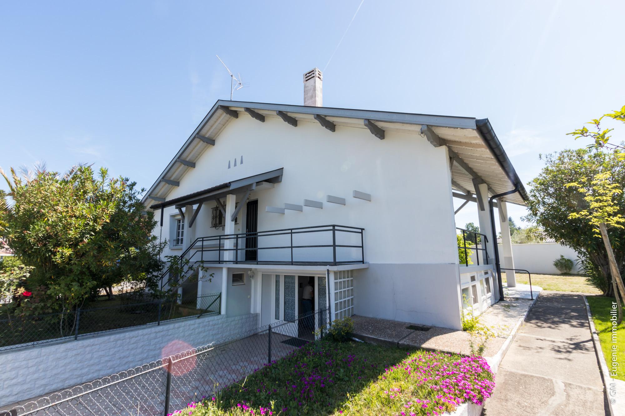 Maison 215 m² T8 au calme proche écoles et commerce
