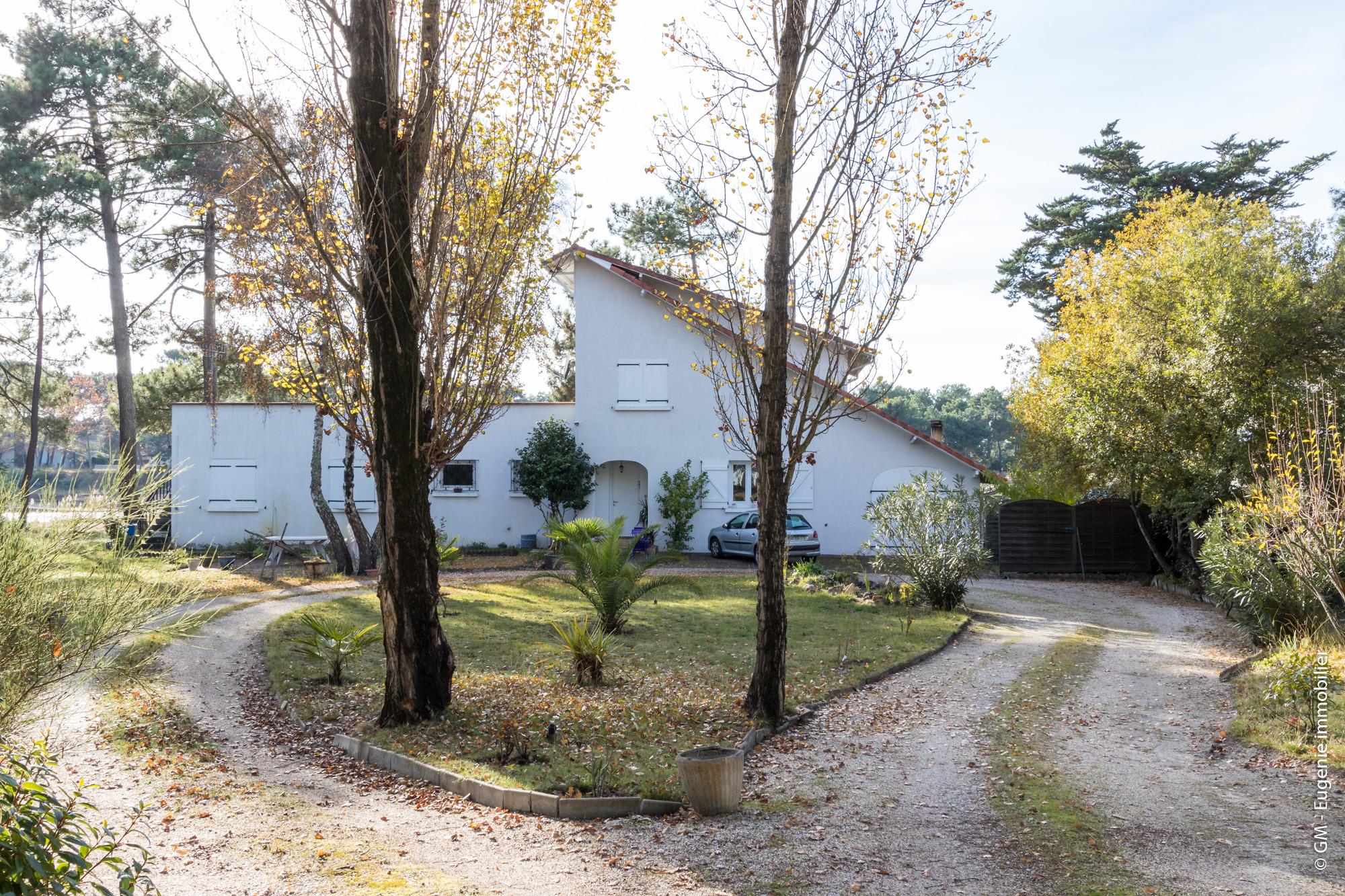 Maison d'architecte idéalement située 215 m² au calme