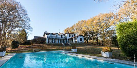 Maison d'architecte 330 m² Parc 6300 m² et Piscine
