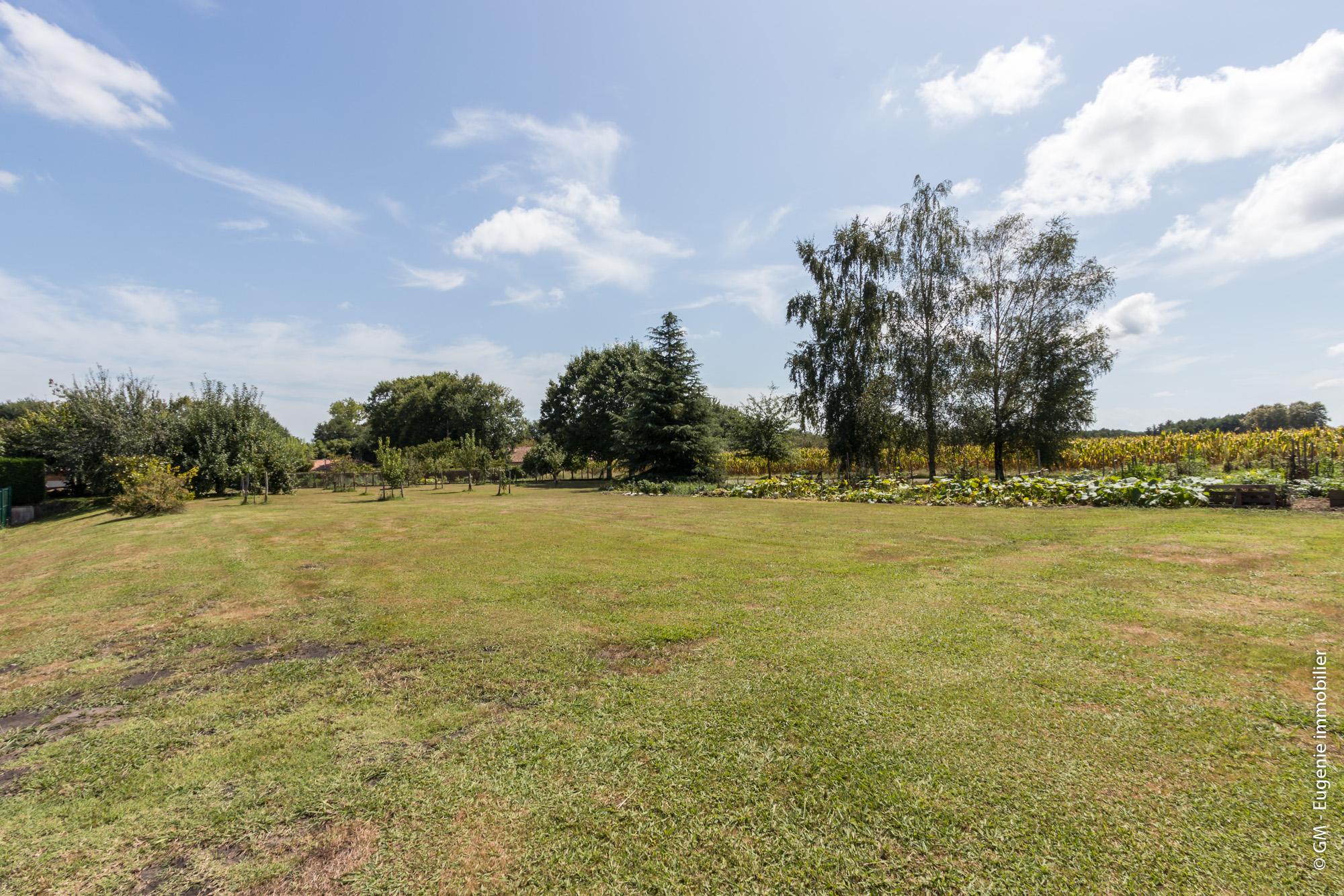 Terrain 900 m² plat hors lotissement Viabilisé