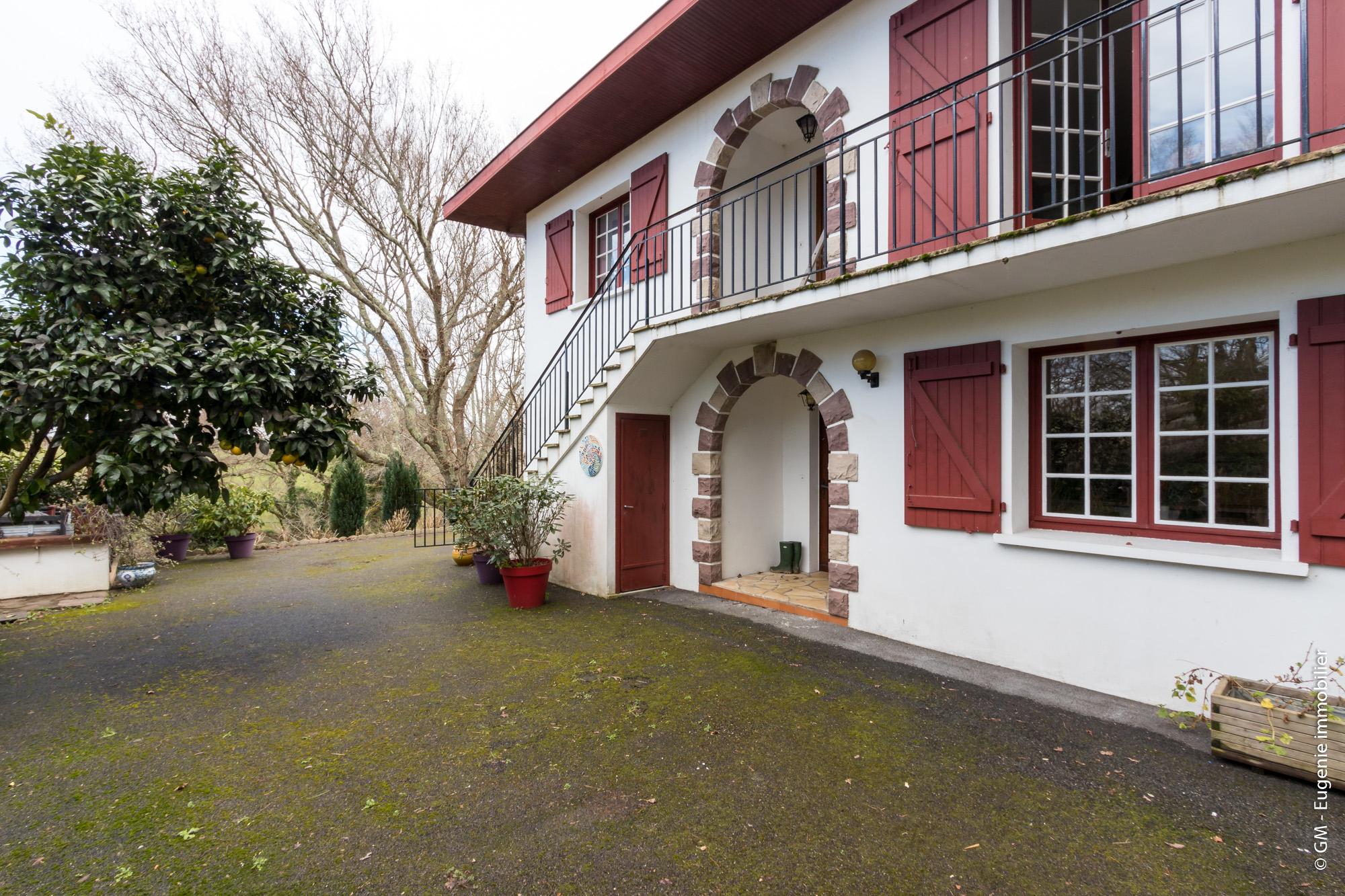 Maison Basque 230 m² au calme divisée en 3 Appartements