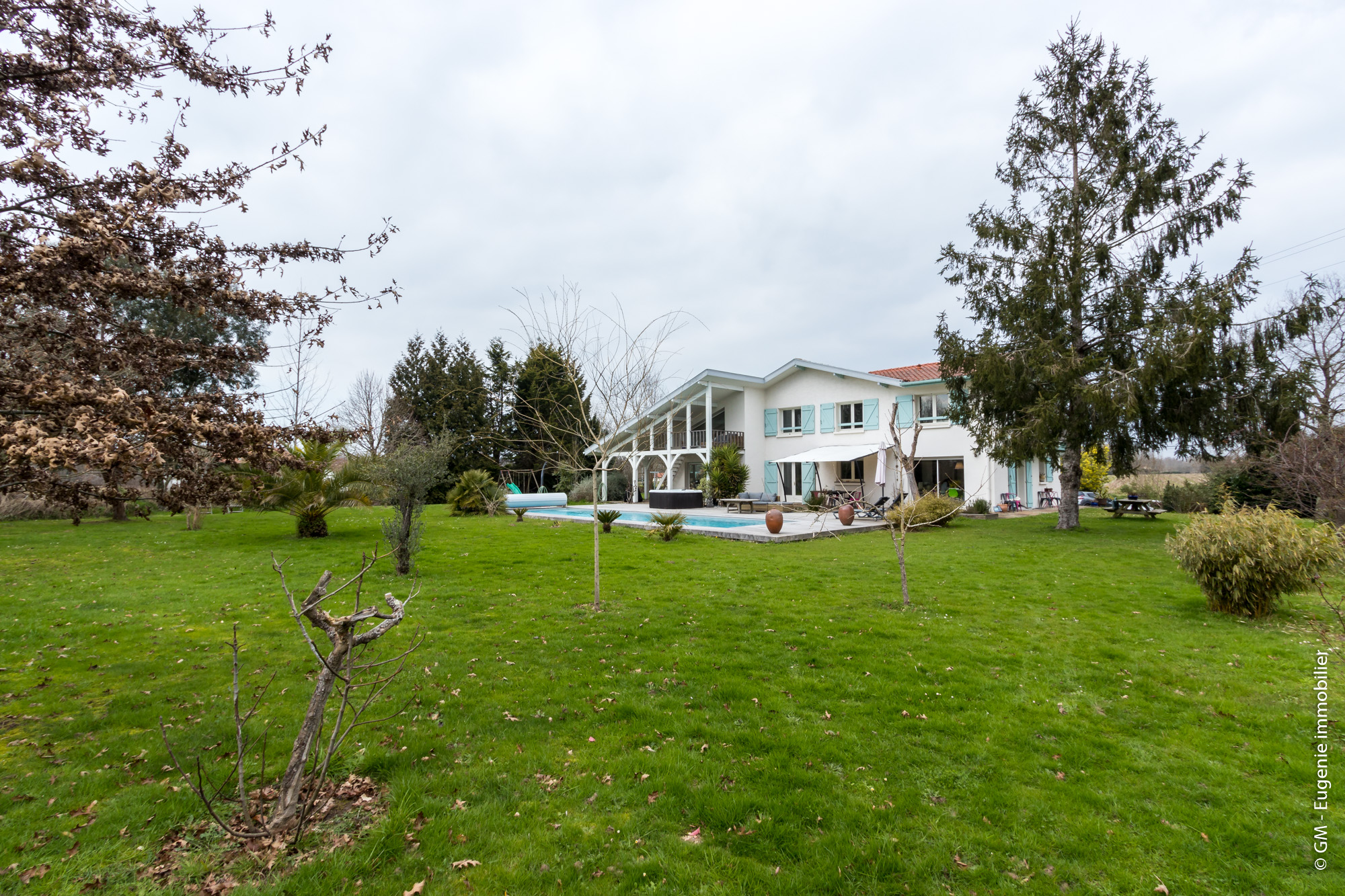 Maison de Charme 220 m² T6 avec Piscine et Spa