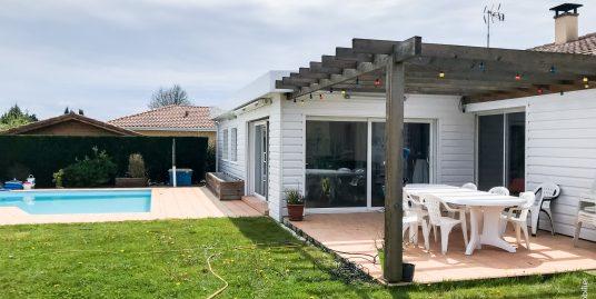 Maison Contemporaine avec Piscine 147 m² au calme
