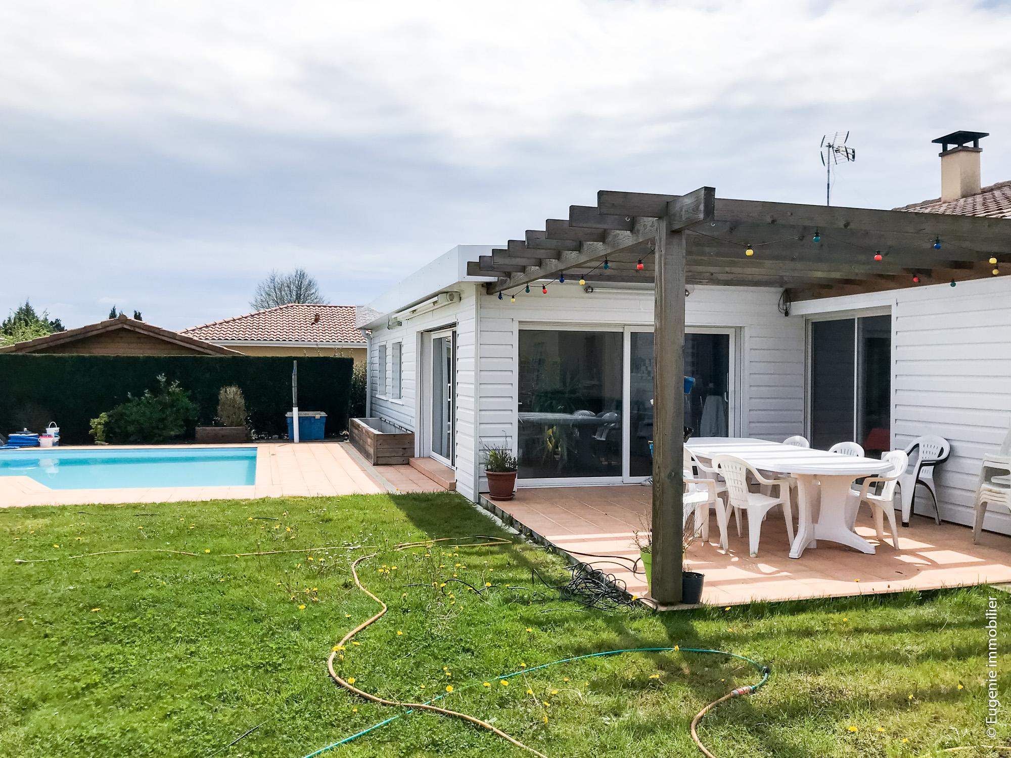 Maison contemporaine avec piscine 147m au calme saint for Acheter maison hendaye
