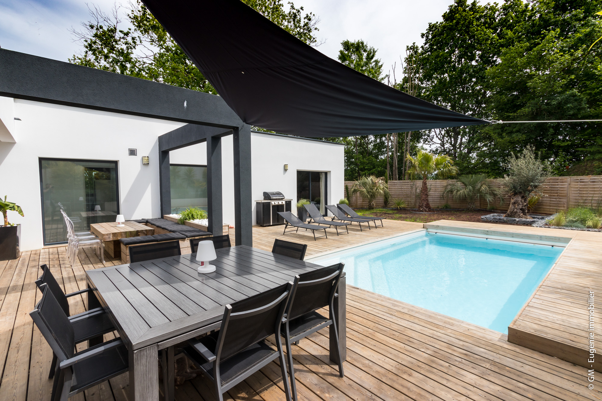Villa Contemporaine 260m² avec Piscine divisé en 2 appartements