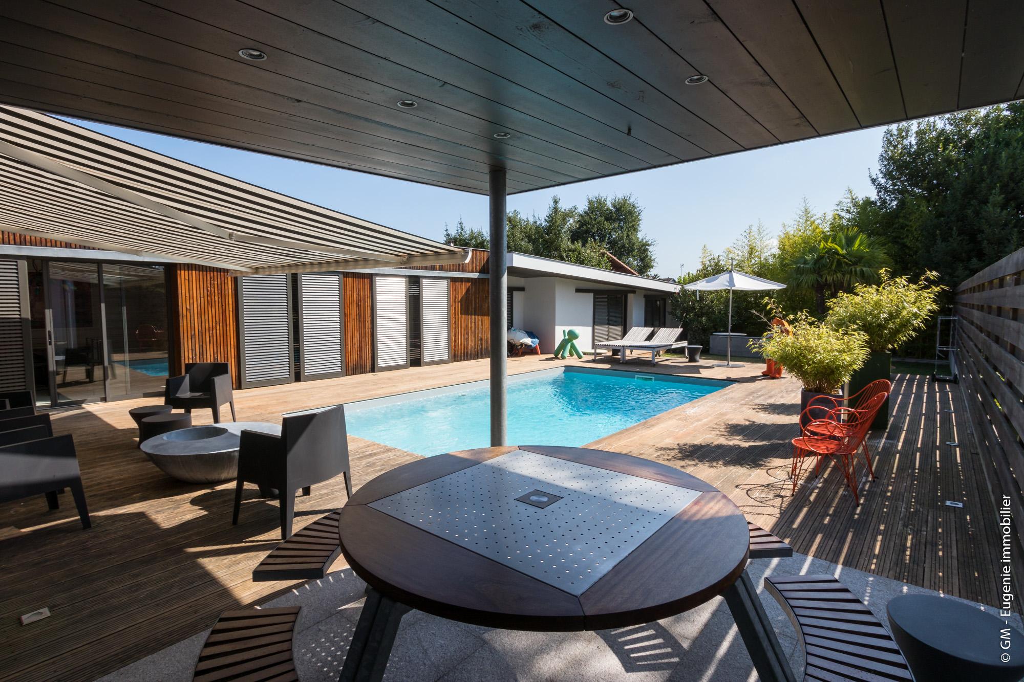 Maison d'Architecte avec piscine 208m² T6
