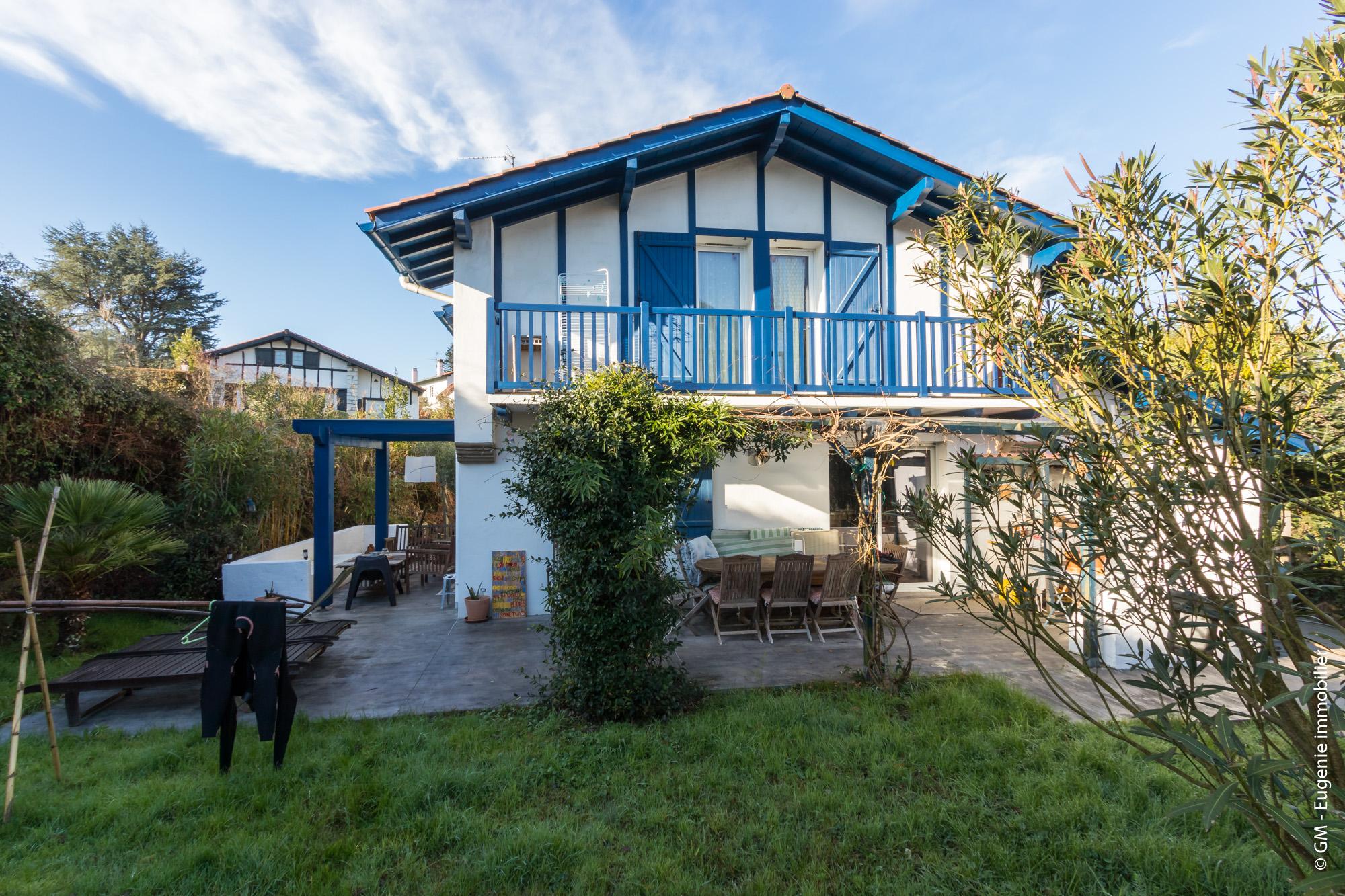 Maison de 170m2 T7 Idéalement située Terrain 660m²
