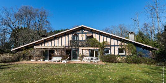 Maison avec terrain 8 pièces 220m²