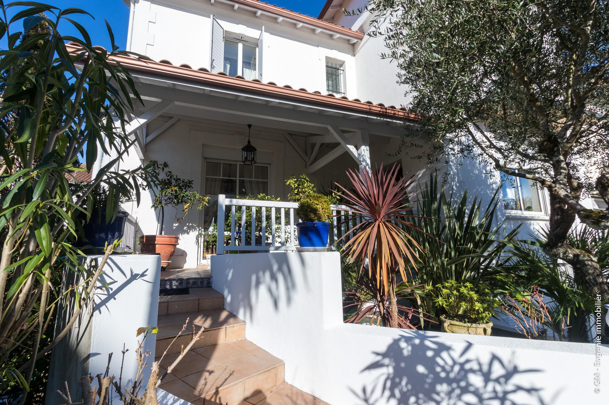 Maison Plein Centre 170m² T8 + T2 de 40m² Jardin 420m²