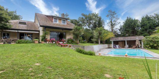 Villa D'Architecte 220m² T6 Proche Golf et Thermes au calme + Piscine + Parc 4000m²