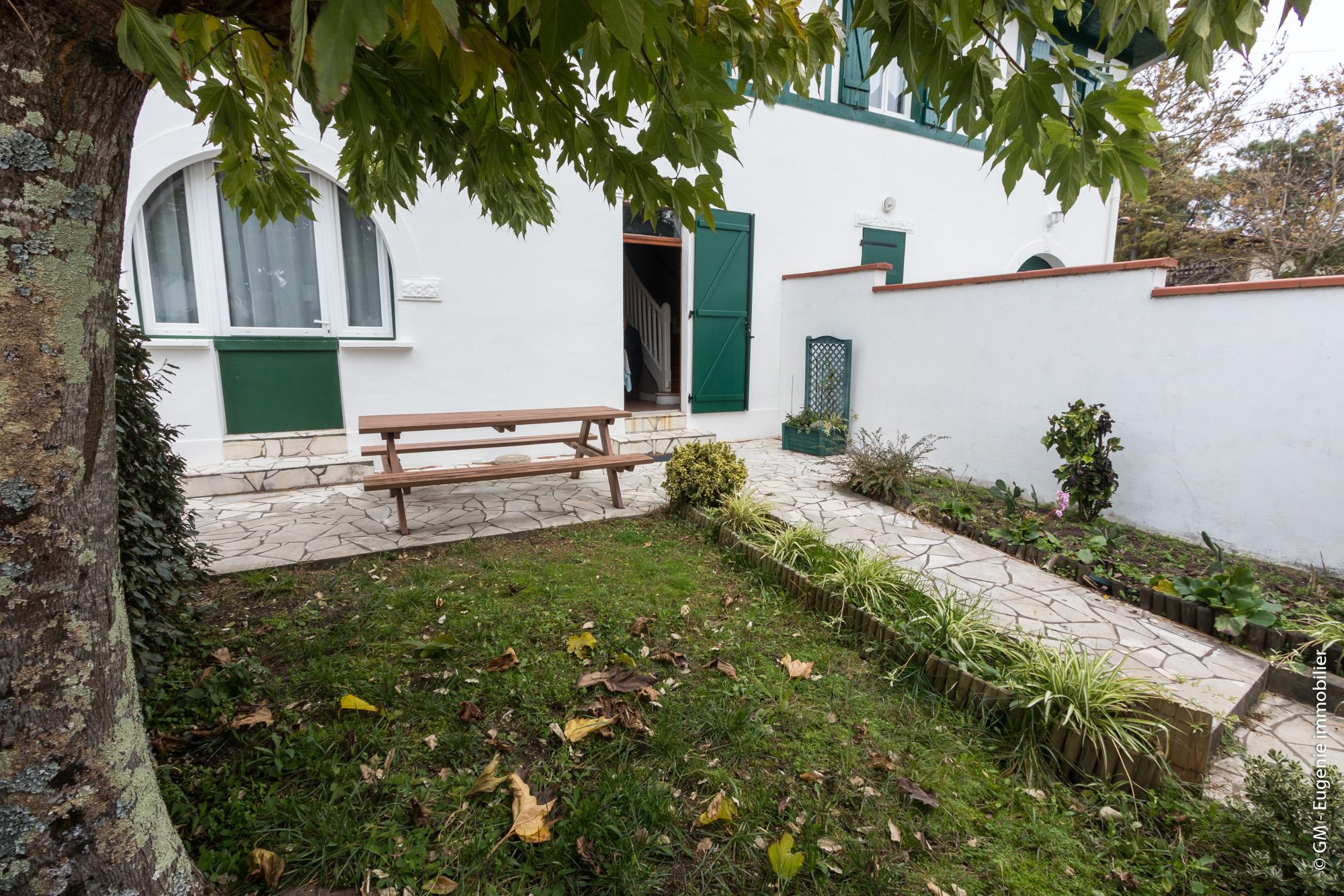Appartement 45m² T3 Proche Plage et Port + Petit Jardin au Calme