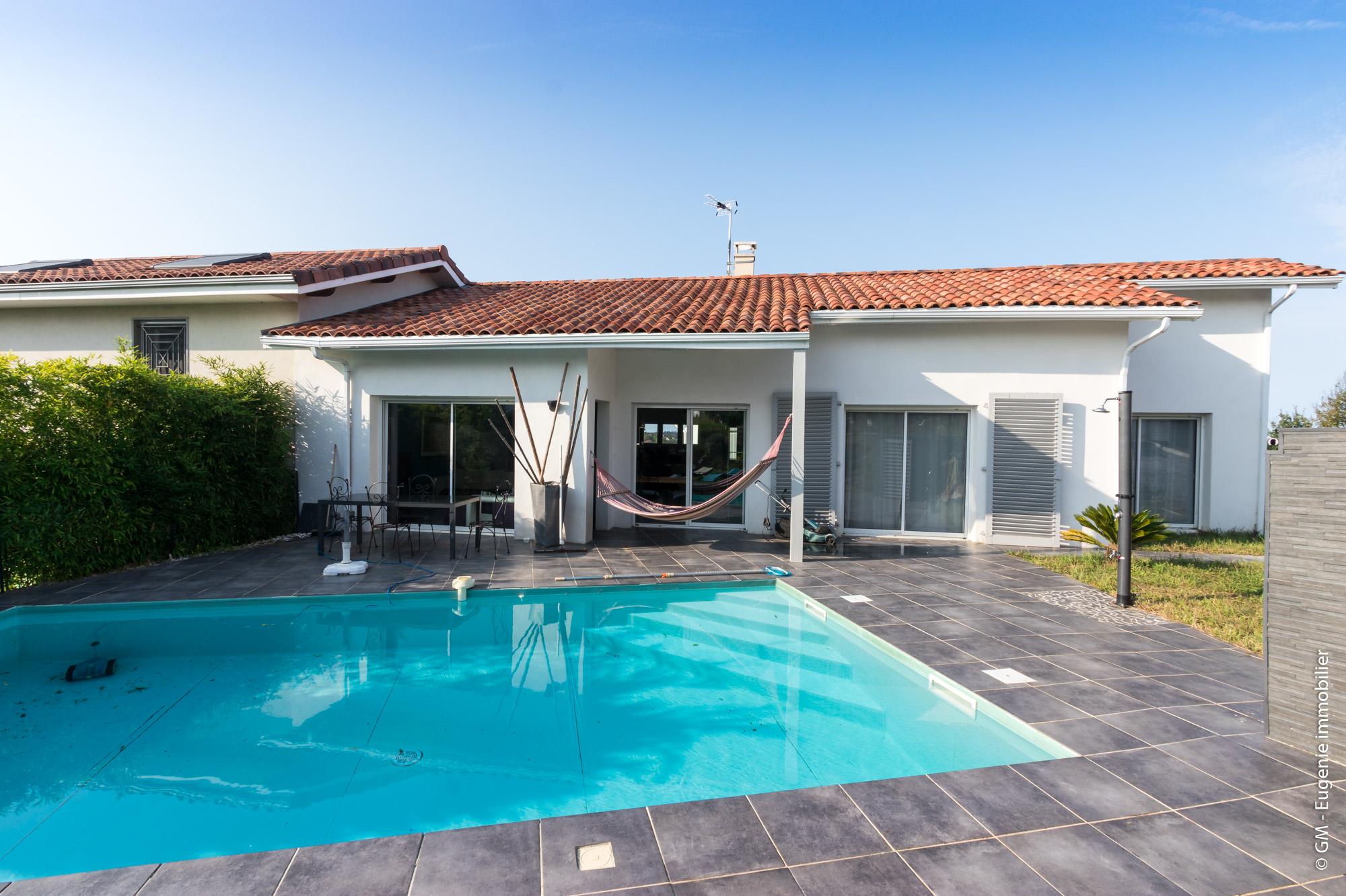 Maison de plain pied au Calme 110m² T4 + Piscine et Jardin 500m²